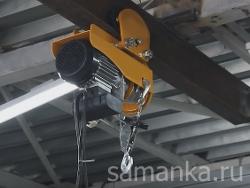 Это устройства для поднятия грузов и их перемещения по определенному участку как внутри помещения, так и на открытом воздухе