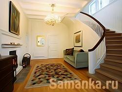 Холл – большое просторное помещение в доме или общественном здании для временного размещения людей