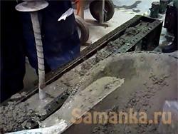 Уплотнение бетона – технологическая промежуточная операция, в результате которой удается значительно повысить прочность бетонного изделия