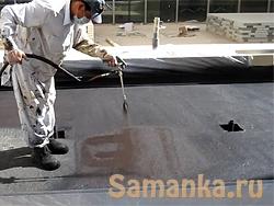 Напыляемая гидроизоляция – при которой изоляционный материал наносится на поверхность напылением
