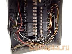 Щит электрический – встраиваемая в стенную нишу панель или навесной железный ящик, в котором смонтированы, соединены и подключены к источнику, вводу элементы электроарматуры