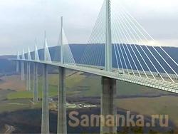 Главным отличием виадука от моста является строительство его не над водным потоком