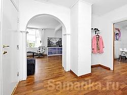 Функцию вестибюля жилого дома выполняет прихожая или сени