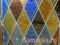 Цветное стекло, применяемое для отделки внутренних помещений и архитектурных элементов, а так же мебели