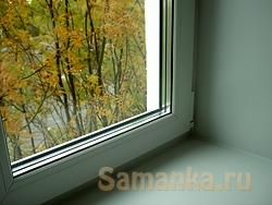 Энергосберегающее окно имеет улучшенный пластиковый профиль, надежную систему уплотнений, соответствующие требованиям энергосбережения проветриватели, специальные стеклопакеты и энергосберегающее стекло