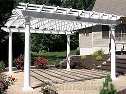 Современная пергола это две или более объединенные арки, образующие туннель к отрытой площадке, с мангалом и другими атрибутами отдыха