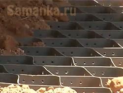Георешётка – современный строительный материал, входящий в большой класс геосинтетиков, и представляющий собой плоскую или объемную сетку