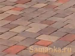 выбирают не серый унылый асфальт, а яркую, разноцветную разноформатную тротуарную плитку